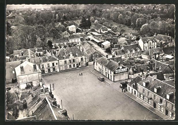 AK Courtalain, Place A.Briand, la Mairie, la Poste, vue generale aerienne