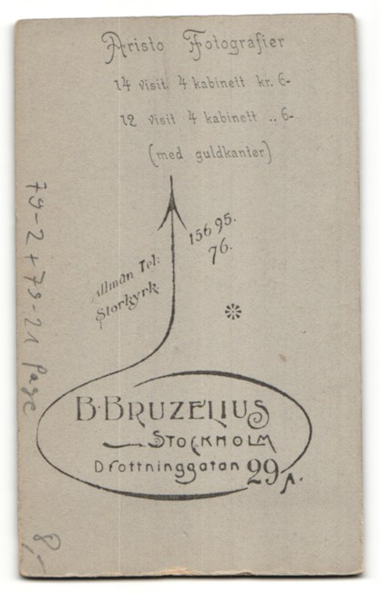Fotografie B. Bruzelius, Stockholm, Portrait Page in Dienstkleidung mit Mütze mit Kordel 1
