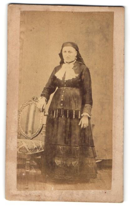 Fotografie Georg Biede, unbekannter Ort, Portrait Frau in Tracht aus Passau 0