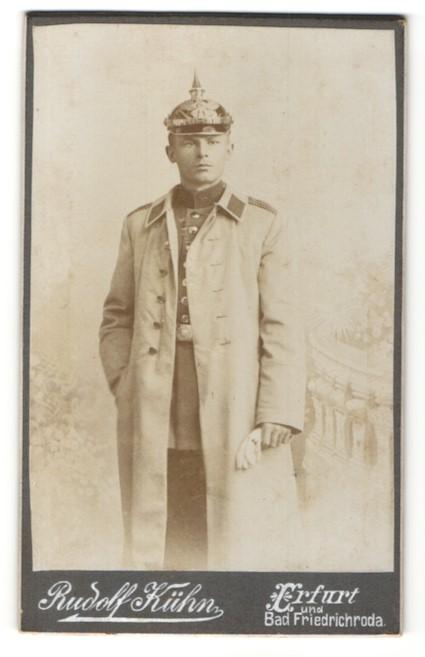 Fotografie Rudolf Kühn, Erfurt, Portrait junger Soldat mit Pickelhaube 0