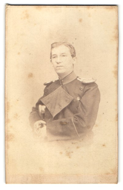 Fotografie J. Bosch, Wesel, Portrait Soldat in Uniformmantel mit Epauletten 0