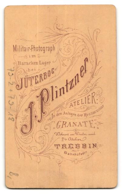Fotografie J. Plintzner, Trebbin, Portrait Reservisten in Jüterbog mit Bier im Grünen 1