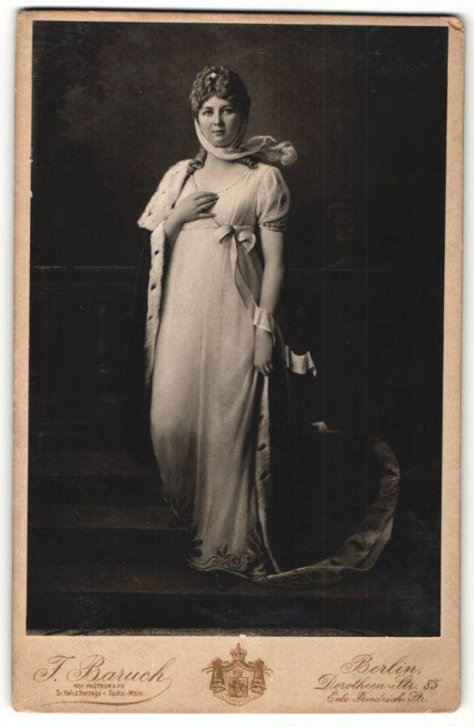 Fotografie J. Baruch, Berlin, Portrait Königin Luise von Preussen, Portrait mit Hermelin 0