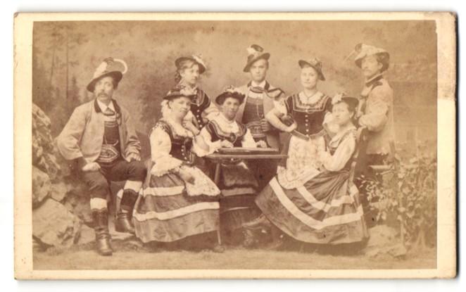 Fotografie Würthle & Spinnhirn, Salzburg, Portrait Männer und Frauen in Tracht 0