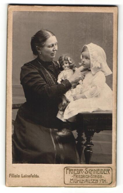 Fotografie Friedr. Schneider, Mühlhausen i/Th, Portrait Dame mit kleinem Mädchen mit Puppe 0