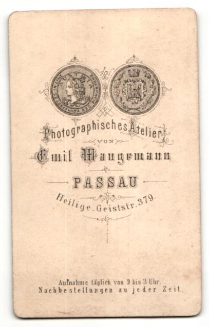 Fotografie Emil Wangemann, Passau, Portrait Geistlicher mit Brille 1