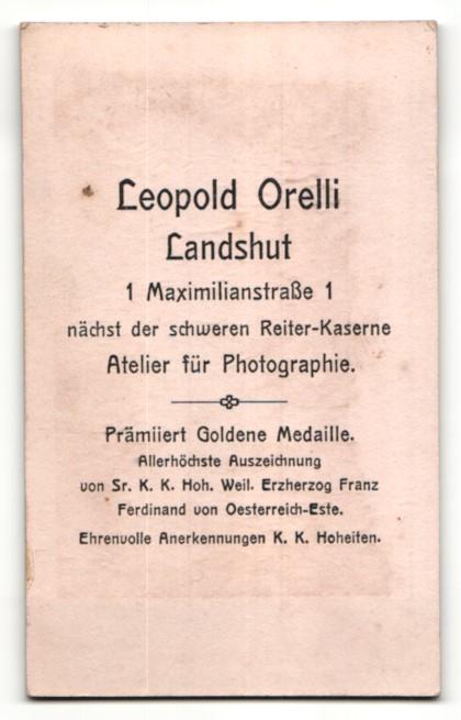 Fotografie Leopold Orelli, Landshut, Portrait kathol. Geistlicher in Ornat mit Brille 1