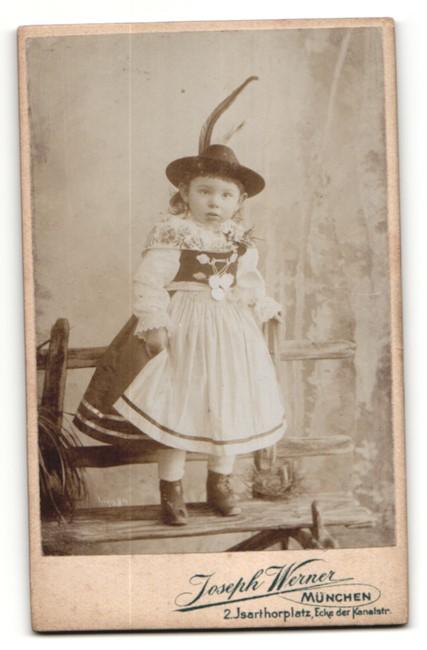 Fotografie Joseph Werner, München, rückseitige Ansicht München, Atelier Isarthorplatz 2, vorderseitig Portrait Kleinkind 1