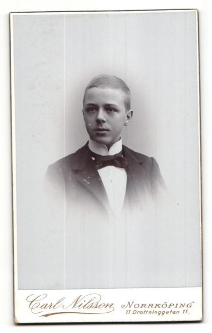 Fotografie Carl Nilsson, Norrköping, rückseitige Ansicht Norrköping, Atelier Trädgardsgatan, vorderseitig Portrait Knabe 1