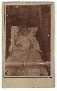 Fotografie verstorbener Säugling, Post Mortem, Memento Mori