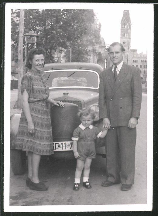 Fotografie Auto Mercedes Benz, Limousine hat seltenen Holzvergaser mit Mercedes-Stern 0
