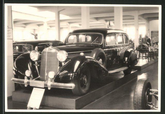 Fotografie Auto Mercedes Benz, Luxus-Limousine in einer Museums-Ausstellung