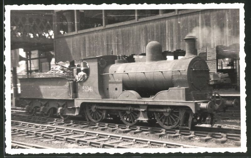Fotografie Eisenbahn England, Tender-Dampflok Nr. 52341 in Manchester Victoria-Station