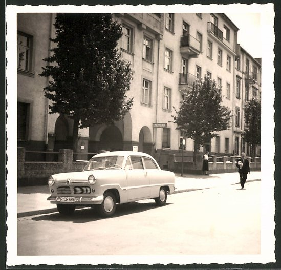 Fotografie Auto Ford Taunus, PKW am Strassenrand