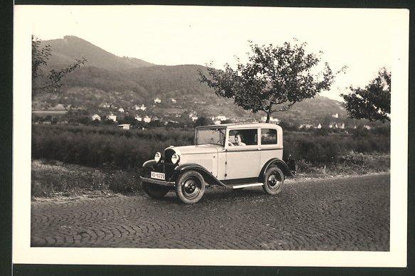 Fotografie Auto Opel, junge Frau sitzt am Steuer 0