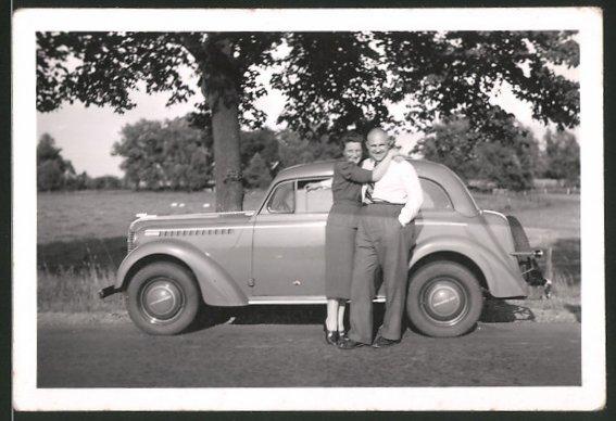 Fotografie Auto Opel, fröhliches Paar mit PKW 0