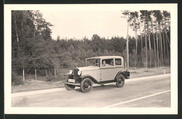 Fotografie Auto Opel, hübsche Frau am Steuer des PKW's