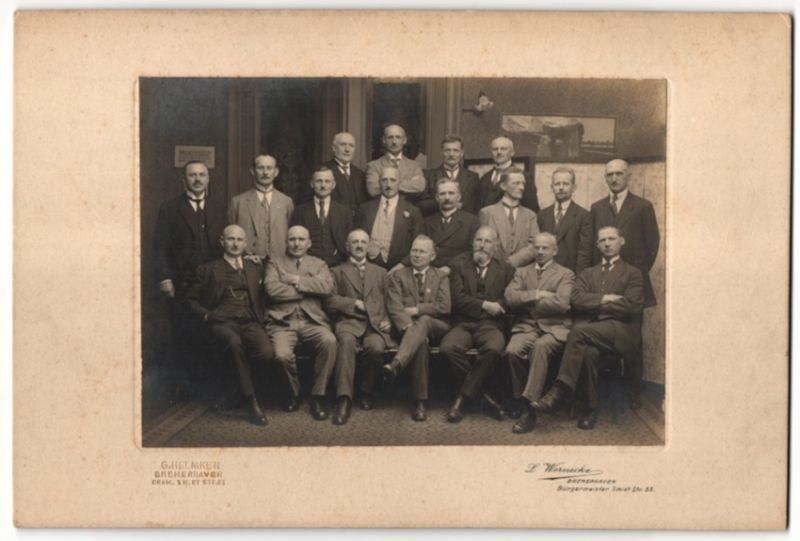Fotografie Wernecke, Bremerhaven, Gruppenbild - Männer im Anzug 0