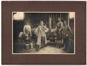 Fotografie 1.WK, Deutsche Soldaten & Uffz. nebst Feldküche & Kuh
