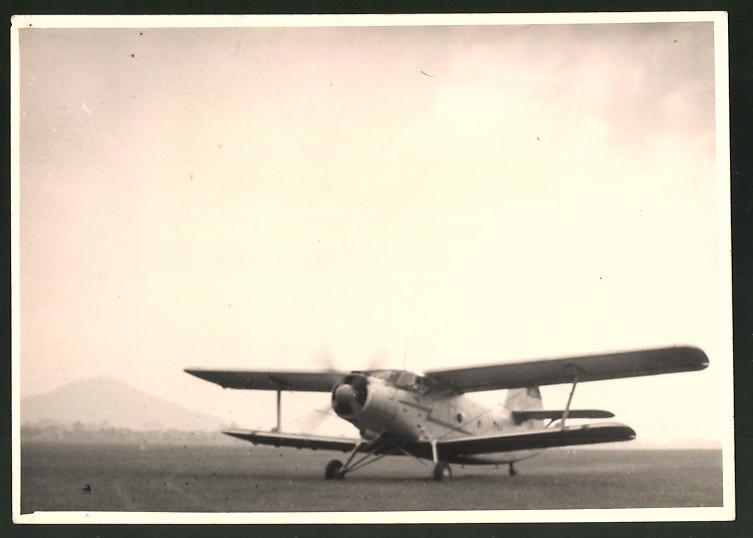 Fotografie Flugzeug Antonov AN-2, Doppeldecker der Interflug, Kennung DM-SKC 0