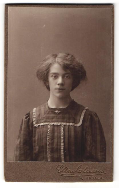 Fotografie Ellen Claeson, Upsala, Portrait Fräulein mit Hochsteckfrisur 0