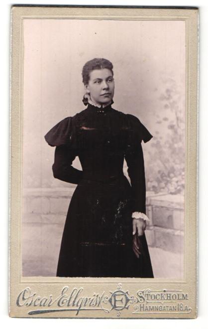 Fotografie Oscar Ellqvist, Stockholm, Portrait Dame in Kleid 0