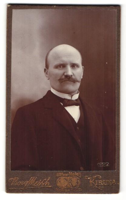 Fotografie Borg, Kiruna, Portrait älterer Herr in Abendgarderobe