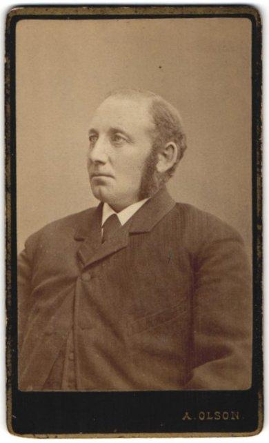 Fotografie A. Olson, Östersund, Portrait bürgerlicher Herr mit Backenbart 0