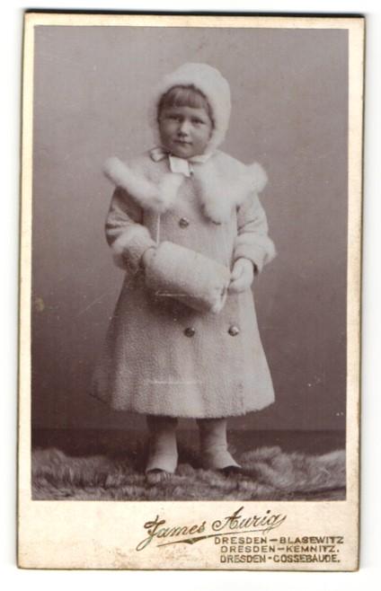 Fotografie James Aurig, Dresden-Blasewitz, Portrait Kleinkind im Mantel mit Mütze 0