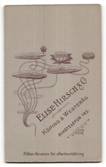 Fotografie Elise Hirsch & Co., Köping, Portrait Frau in bürgerlichem Kleid auf einem Stuhl 1