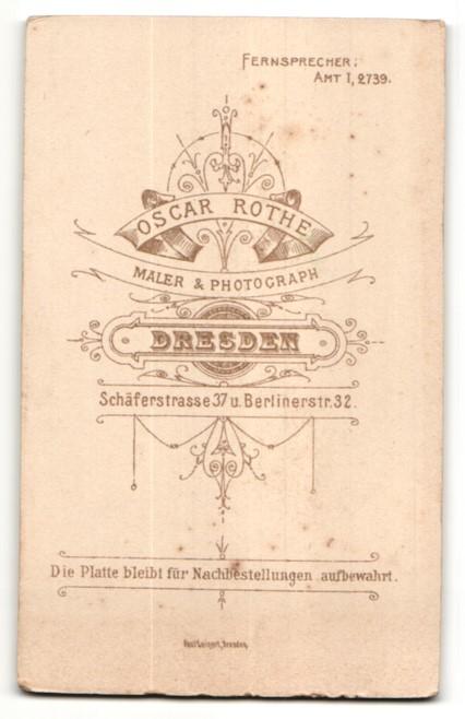 Fotografie Osc. Rothe, Dresden-Friedrichstadt, Portrait kleines Mädchen im weissen Kleid 1