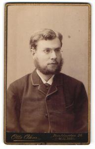 Fotografie Otto Ohm, Malmö, Portrait stattlicher junger Mann mit Lincolnbart und Zwicker