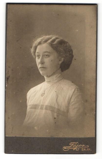 Fotografie Atelier Föjer, Eslöf, Portrait hübsche junge Frau mit Halskette
