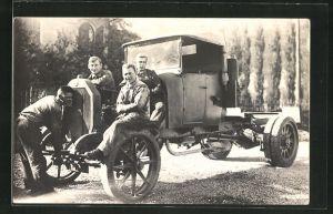 Foto-AK Mechaniker mit Lastkraftwagen