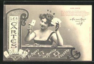 AK junge Dame mit Kartenspiel