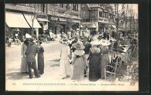 AK Deauville-la-Plage-Fleurie, la Rue Gontaut-Biron
