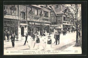 AK Deauville-la-Plage-Fleurie, Rue Gontaut-Biron, Vue sur le Normandy-Hotel