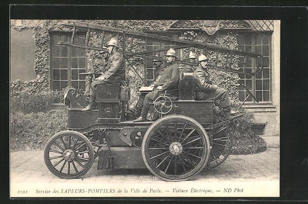 AK Paris, Sapeurs-Pompiers, Feuerwehr im Einsatzwagen