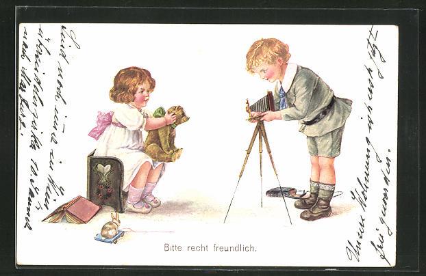 AK Mädchen mit einem Teddy und Junge mit einem Fotoapparat