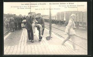 AK Brüssel, Deutsche Besetzung, Soldaten tragen einen Verwundeten am Bahnhof Schaerbeck