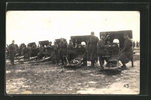 Foto-AK Schweizer Soldaten der Artillerie an ihren Geschützen