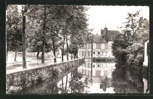 AK Moulins-Engilbert, Les Promenades et le Bief du Moulin