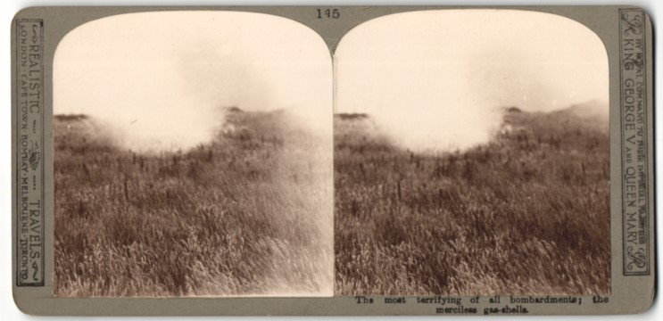 Stereo-Fotografie The most terrifying of all bombardments, Gaswolke über einem freien Feld