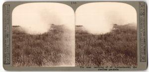 Stereo-Fotografie The most terrifying of all bombardments, Gaswolke über einem freien Feld