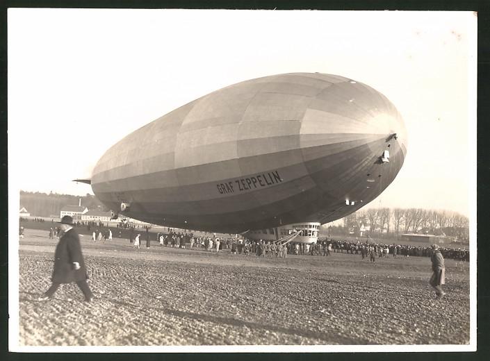 Fotografie Luftschiff Graf Zeppelin LZ-127 kurz nach der Landung