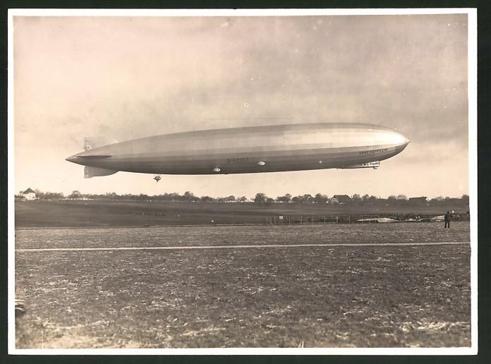 Fotografie Luftschiff Graf Zeppelin LZ-127 kurz nach dem Start