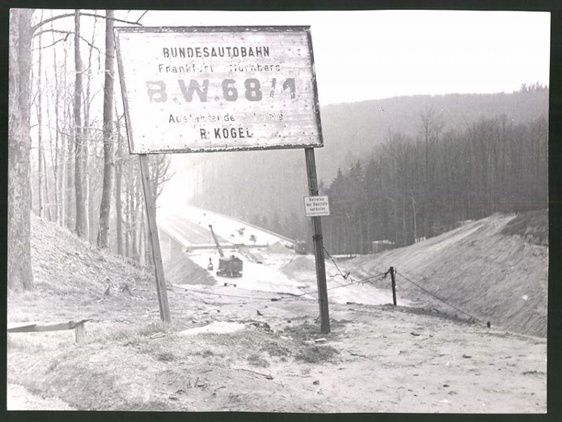 Fotografie Bundesautobahn Frankfurt-Nürnberg, Baustelle mit Autobahnbrücke, B.W. 68 /1, ausführende Firma R. Kogel
