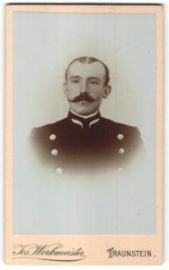 Fotografie Jos. Werkmeister, Traunstein, Portrait Jäger in Dienstkleidung