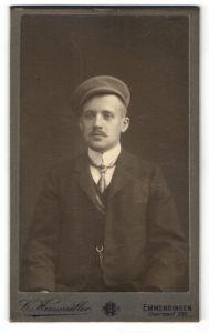 Fotografie C. Hirsmüller, Emmendingen, Portrait Student mit Mütze