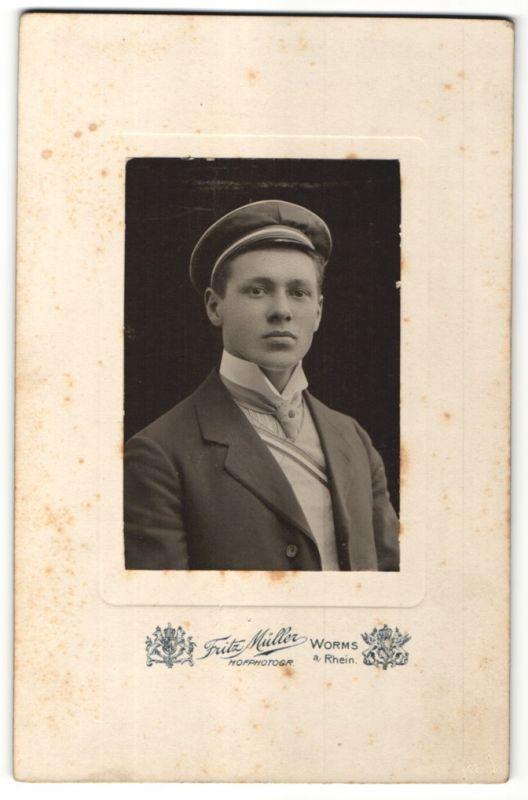 Fotografie Fritz Müller, Worms a/Rhein, Portrait Student mit Mütze und Schärpe